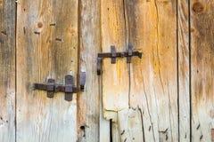 Roczników dokonani bary na drewnianych stajni drzwiach Obraz Stock