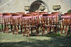 Roczników krzesła dla ślubnej ceremonii zdjęcia royalty free