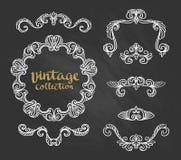 Roczników Ornamentacyjni Kaligraficzni projekty Ustawiają na chalkboard również zwrócić corel ilustracji wektora Obrazy Stock