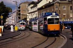 Roczników 1980's sceny uliczny tramwaj w Linz, Austria obraz royalty free