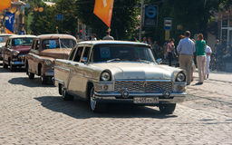 Roczników samochody na miasto dniu Obraz Royalty Free