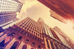 Roczników stylowi drapacze chmur w Manhattan przy zmierzchem Obrazy Royalty Free