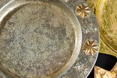 Roczników złoci i srebni kolorów bożych narodzeń talerze, dekoracja Zdjęcie Royalty Free