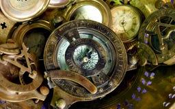 ROCZNIKÓW zegary I kompas Zdjęcia Stock