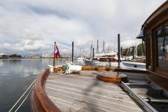 Rocznik łodzie dokują przy Wiktoria Klasycznym Łódkowatym festiwalem Zdjęcia Royalty Free