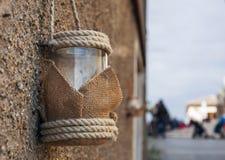 Rocznik świeczki szklany lampion z linowy wiszący plenerowym Zdjęcie Royalty Free