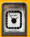 Rocznik analogowa benzyna lub benzynowa pompa Fotografia Stock