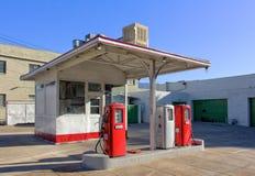 Rocznik benzyny stacja Fotografia Stock