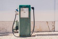Rocznik benzyny stara pompa i olej aptekarka Fotografia Royalty Free