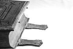 Rocznik biblia z przepięciami Zdjęcia Stock