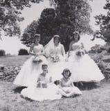 Rocznik blaknie fotografię - drużka roku przyjęcia weselnego 1957 fotografia obrazy stock