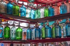 Rocznik butelki dla sprzedaży, San Telmo uciekają rynek, Buenos Aires Fotografia Stock