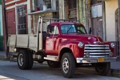 Rocznik ciężarówka na ulicie w Hawańskim Zdjęcia Royalty Free
