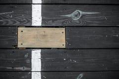 Rocznik ciemne drewniane deski, jeden stoją out Obrazy Royalty Free