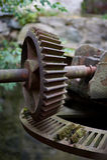 Rocznik dżdżownicy przekładni wodnego młynu brama Zdjęcie Royalty Free