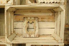 Rocznik dekoraci półki drewniany biały pudełko Fotografia Royalty Free