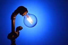Rocznik dowodzona lampowa żarówka ilustracja wektor