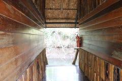 Rocznik Drewniana podłoga, ściana i chodzący pas ruchu/ fotografia stock
