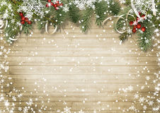 Rocznik drewniana tekstura z śniegiem, holly i firtree, Obraz Royalty Free
