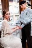 Rocznik dziewczyna w wiktoriański sukni i żeglarz Zdjęcia Royalty Free