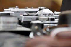 Rocznik ekranowa kamera Minolta XG1 w pchli targ zdjęcie stock