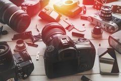 Rocznik Ekranowej kamery I Cyfrowej kamery technologii rozwoju pojęcie Z światłem słonecznym Obrazy Stock