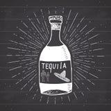 Rocznik etykietka, ręka rysująca butelka tequila alkoholu napoju meksykański tradycyjny nakreślenie, grunge textured retro odznak Obrazy Stock