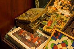 Rocznik Europejska gra planszowa dla dzieciaków i wieków dojrzewania sześcianów mozaiki intryguje Zdjęcie Stock