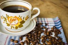 Rocznik filiżanka czarna kawa obraz royalty free