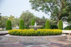 Rocznik fontanna w ogródzie Zdjęcia Stock