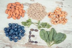 Rocznik fotografia, składniki zawiera witaminę E, naturalne kopaliny i żywienioniowy włókno, zdrowy odżywianie zdjęcia stock