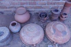 Rocznik gigantyczna glina lub ceramiczny kucharstwo garnek Zdjęcie Stock