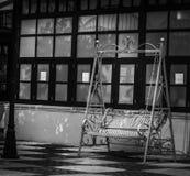 Rocznik huśtawki krzesła dekoracja zdjęcia royalty free