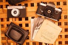 Rocznik kamery od czasów USSR na drewnianym table2 obrazy stock