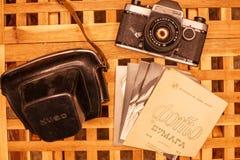 Rocznik kamery od czasów USSR na drewnianym table3 obrazy stock