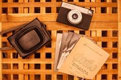 Rocznik kamery od czasów USSR na drewnianym table5 zdjęcie stock