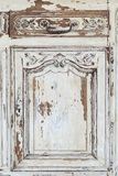 Rocznik klatka piersiowa kreślarzi z rzeźbić białego kolor z fadingiem i metal rękojeścią Zakończenie Selekcyjna ostrość zdjęcie royalty free