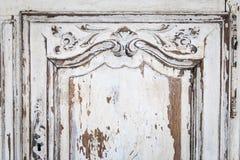 Rocznik klatka piersiowa kreślarzi z rzeźbić białego kolor z fadingiem i metal rękojeścią Zakończenie Selekcyjna ostrość obraz royalty free