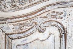 Rocznik klatka piersiowa kreślarzi z rzeźbić białego kolor z fadingiem i metal rękojeścią Zakończenie Selekcyjna ostrość fotografia royalty free