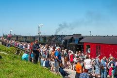 Rocznik kontrpary taborowy przyjeżdżać w kierunku Brocken dworca w Niemcy Zdjęcie Stock