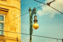Rocznik latarnia uliczna w Praga obrazy royalty free