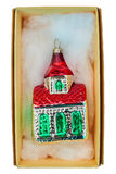 Rocznik pakujący boże narodzenie dom odizolowywający na bielu Fotografia Royalty Free