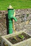 Rocznik pompa wodna w wiejskim Irlandia Fotografia Stock