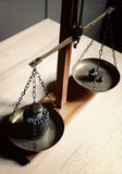 Rocznik równowaga z retro ciężar skala - jeden kilogramowy ciężar Obraz Stock