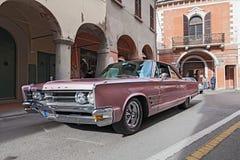 Rocznik samochodowy Chrysler 300 Zdjęcia Stock