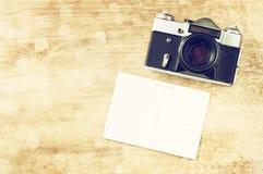 Rocznik stara kamera i postcard.vintage filtr. Obraz Royalty Free