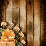 Rocznik stara pocztówka dla gratulacje z różowymi różami Zdjęcie Stock