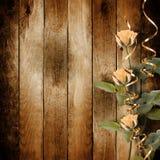 Rocznik stara pocztówka dla gratulacje z różowymi różami Obrazy Royalty Free