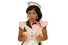Rocznik Stylowa kelnerka Słuzyć lody Zdjęcia Stock