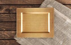 Rocznik taca na drewnianym stole wierzchołek Fotografia Royalty Free